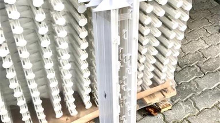 SUPERPREIS! Kunststoffpfahl weiss 1.05m mit 7 Drahthalter und zwei Seilhalter